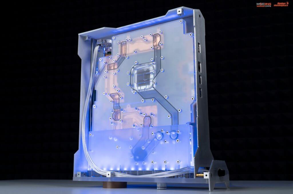 ¿Una PS5 con refrigeración líquida? Este modder la crea y nos muestra cómo